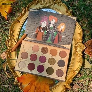 Gather Round Sisters Eyeshadow Palette